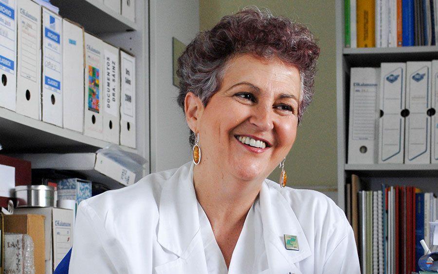La doctora María Sáinz distinguida como colegiada honorífica del Consejo General de Colegios Oficiales de Médicos