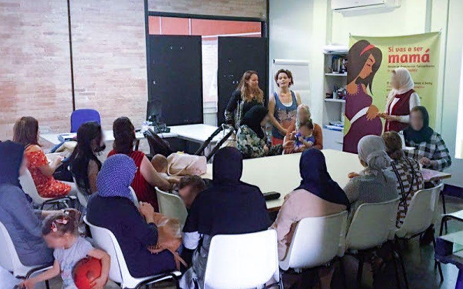 Mujeres participantes en los talleres MIAS realizan una intervención como Informadoras Agentes de Salud