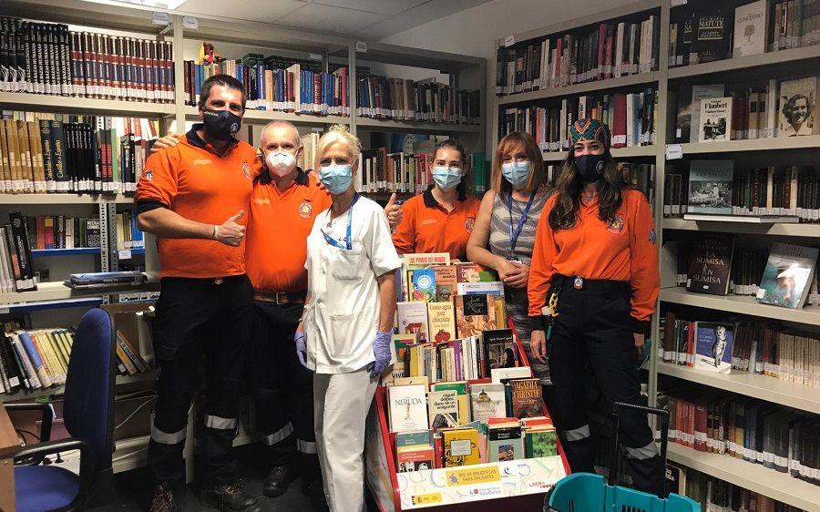 Protección Civil dona cuatro cajas de libros a la Red de Bibliotecas para Pacientes